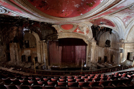 wpid-abandoned-theater-1-2011-04-16-21-11.jpg